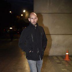 Gonzalo Miró en la capilla ardiente del periodista Gaspar Rosety