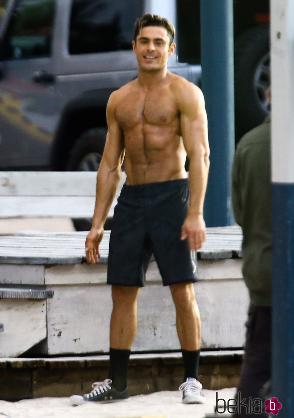 Zac Efron luciendo tor...