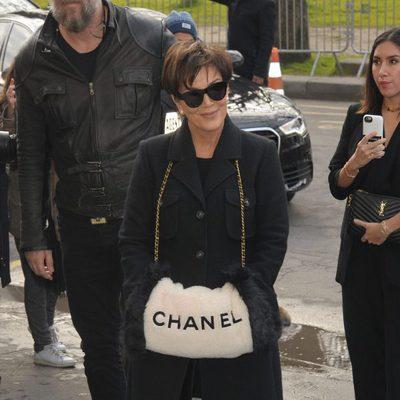 Kris Jenner en el desfile de Chanel en Paris Fashion Week otoño/invierno 2016/2017