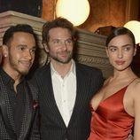 Lewis Hamilton, Bradley Cooper e Irina Shayk en la fiesta L'Oreal Paris Red Obsession