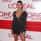 Hailey Baldwin en la fiesta L'Oreal Paris Red Obsession