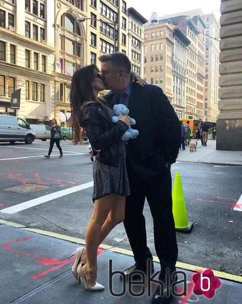 Alec Baldwin e Hilaria Thomas anuncian que su tercer hijo en común será niño