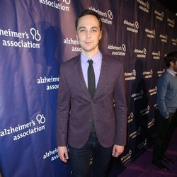 Jim Parson en una fiesta solidaria de 'The Big Bang Theory'