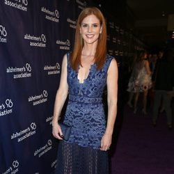 Sarah Rafferty en una fiesta solidaria de 'The Big Bang Theory'