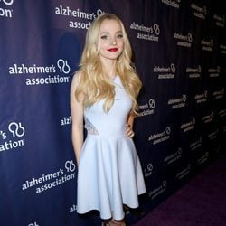 Dove Cameron en una fiesta solidaria de 'The Big Bang Theory'