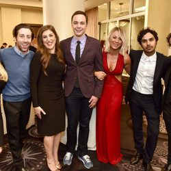 El elenco al completo de 'The Big Bang Theory' en una fiesta solidaria