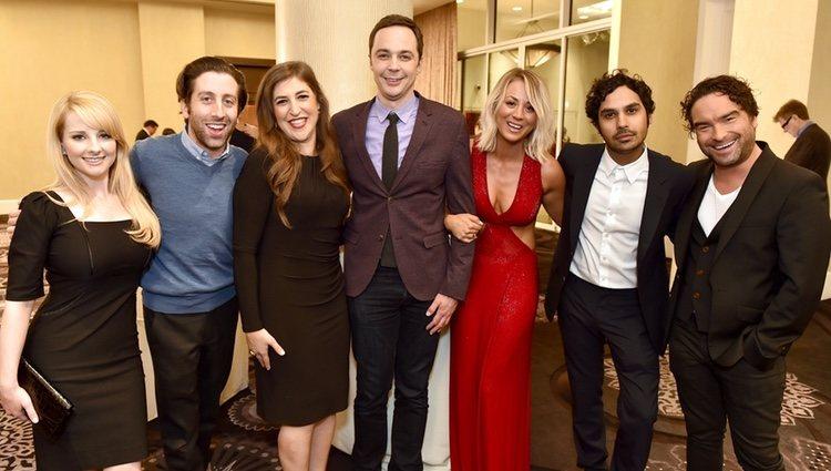 El elenco al completo de 'The Big Bang Theory' en una fiesta solidaria