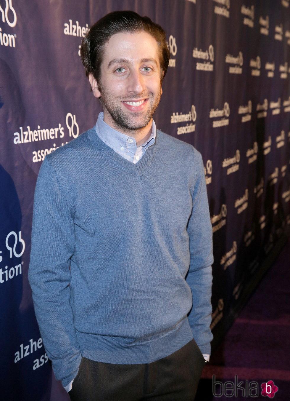 Simon Helberg en una fiesta solidaria de 'The Big Bang Theory'