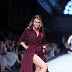 Dannii Minogue desfilando para Jean Paul Gaultier en el Melbourne Fashion Festival