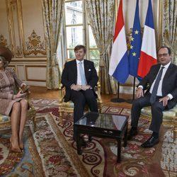 François Hollande reunido en El Elíseo con Guillermo Alejandro y Máxima de Holanda