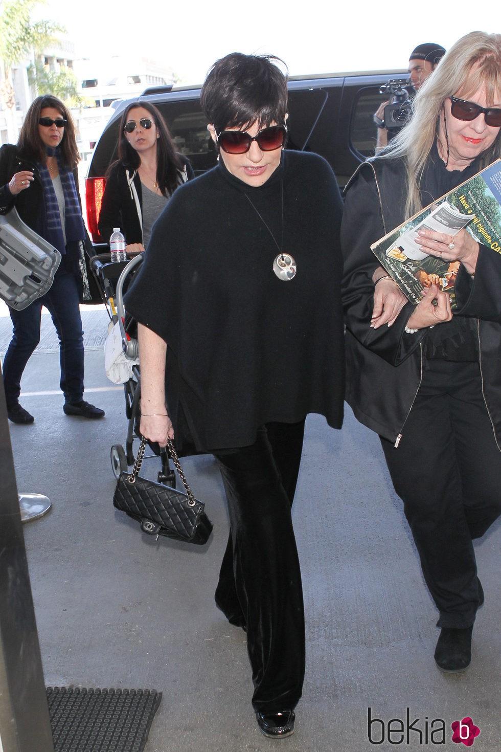 Liza Minelli en el aeropuerto de Los Ángeles