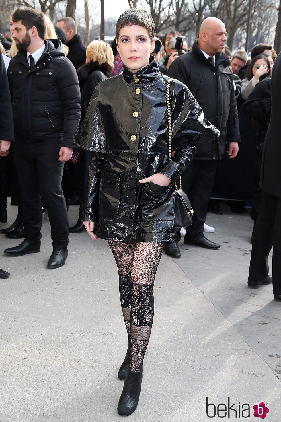 halsey llegando al desfile de chanel en la fashion week de paris 2016 bekia. Black Bedroom Furniture Sets. Home Design Ideas