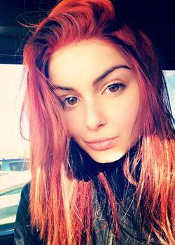 Ariel Winter sube una foto de su pelo en color rojo fuego
