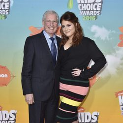 Meghan Trainor y su padre en los Nickelodeon Kids' Choice Awards
