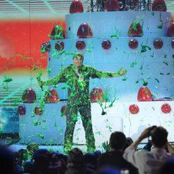 Blake Shelton pringado en el moco verde de los Nickelodeon Kids' Choice Awards 2016
