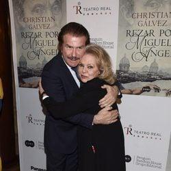 Bigote Arrocet y Mayra Gómez Kemp en la presentación del libro 'Reza por Miguel Ángel'