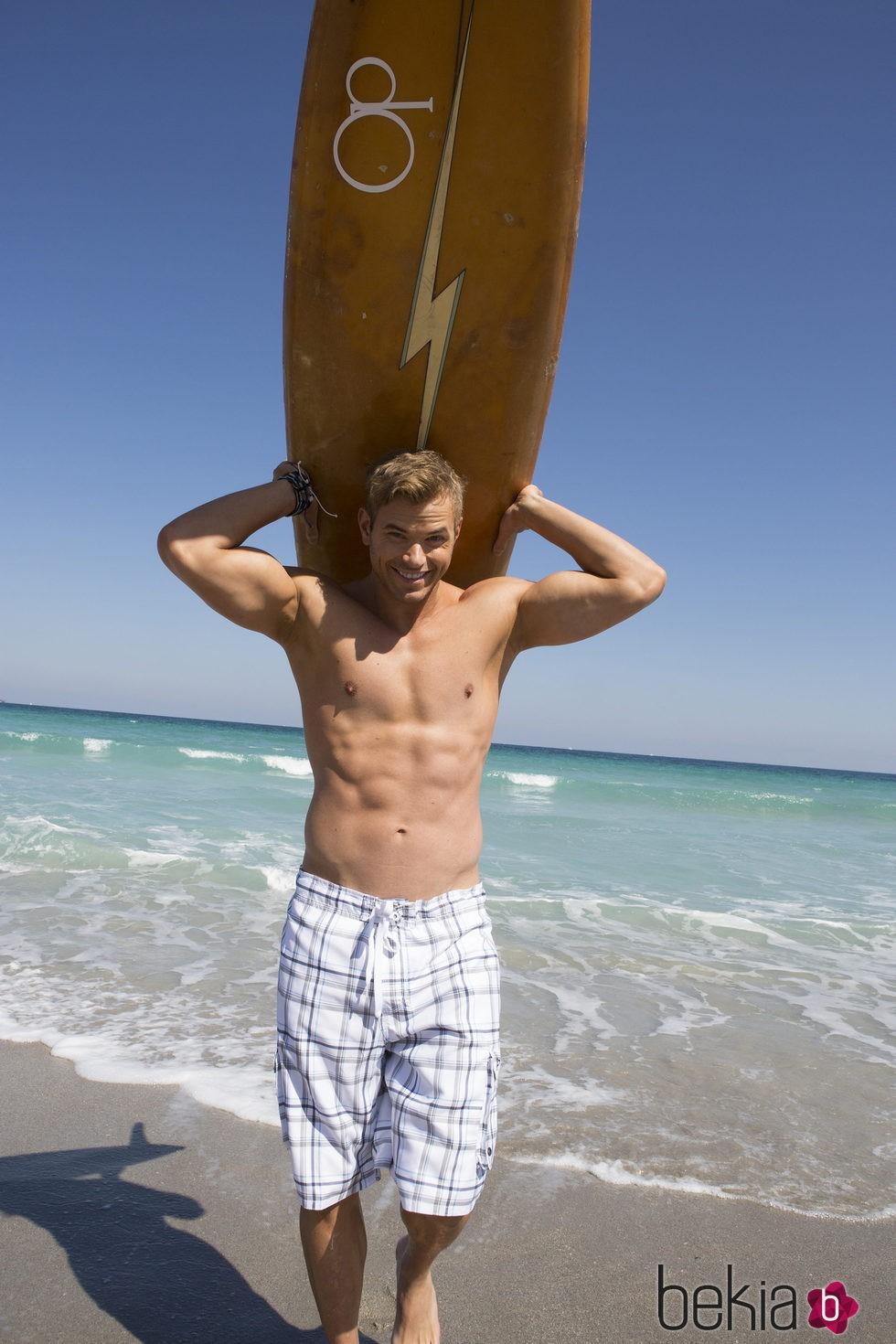 Kellan Lutz con el torso desnudo