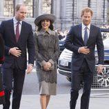 Los Duques de Cambridge y el Príncippe Harry en la misa por el Día de la Commonwealth 2016