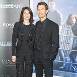 Shailene Woodley y Theo James en el estreno 'La serie Divergente: Leal'