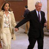 Isabel Preysler y Mario Vargas Llosa de la mano en la presentación del libro