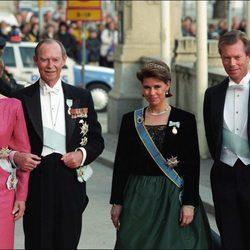 Los Grandes Duques Josefina Carlota y Juan de Luxemburgo con María Teresa y Enrique de Luxemburgo
