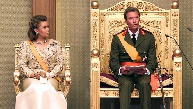 Enrique de Luxemburgo en su coronación junto a María Teresa de Luxemburgo