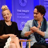 Kaley Cuoco y Johnny Galecki muy cómplices en la promoción de 'The Big Bang Theory' en el Playfest 2016