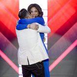 Raquel Bollo abrazando a Luis Rollán en el plató de 'Gran Hermano VIP' tras su expulsión