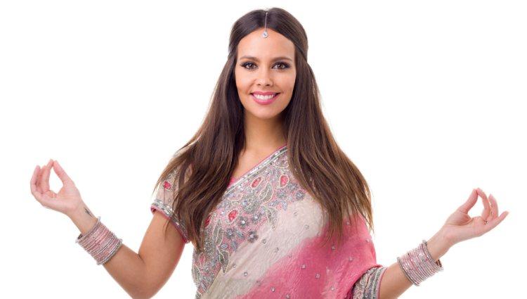 Cristina Pedroche como directora de carrera de 'Pekín Express: La Ruta de los Elefantes'
