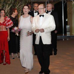 Alberto II de Mónaco y  Carolina de Mónaco durante el Baile de la Rosa 2016