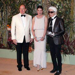 Alberto II de Mónaco, Carolina de Mónaco y  Karl Lagerfeld durante el Baile de la Rosa 2016