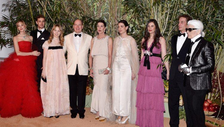 La Familia Real de Mónaco y Karl Lagerfeld durante el Baile de la Rosa 2016