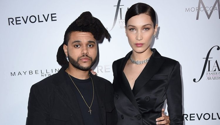 The Weeknd y Bella Hadid en los Fashion Awards 2016 en Los Ángeles