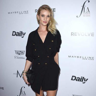 Rosie Huntington-Whiteley en los Fashion Awards 2016 en Los Ángeles
