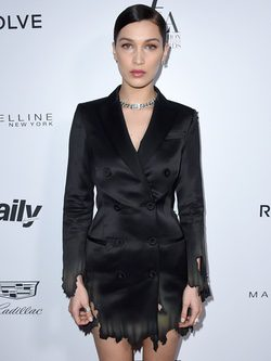 Bella Hadid en los Fashion Awards 2016 en Los Ángeles