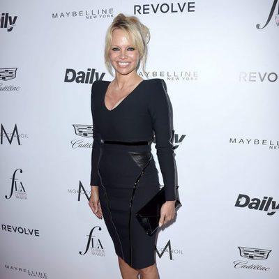 Pamela Anderson en los Fashion Awards 2016 en Los Ángeles