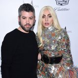 Lady Gaga y Brandon Marxwell en los Fashion Awards 2016 en Los Ángeles