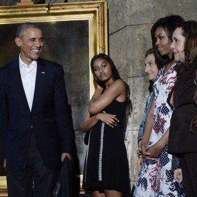 Barack Obama junto a su familia visitando el museo de La Habana