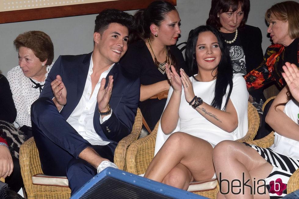 Gloria Camila y Kiko Jiménez en la apertura de 'La más grande' en Chipiona