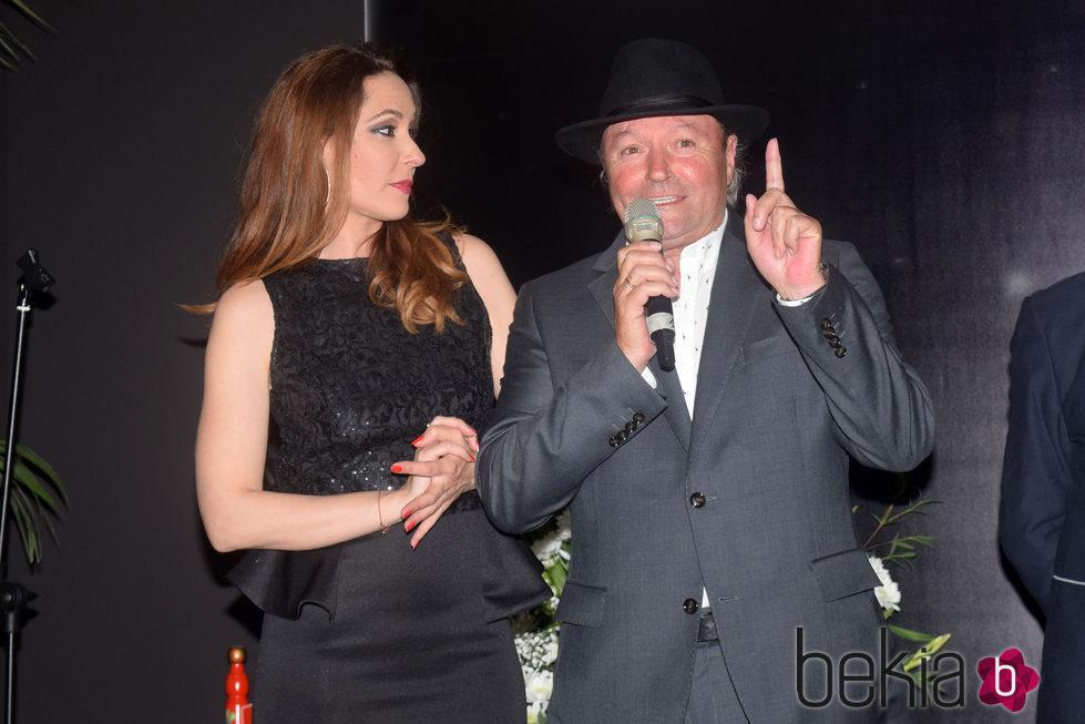 Chayo Mohedano y Amador Mohedano en la apertura de 'La más grande' en Chipiona