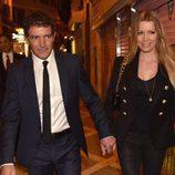 Antonio Banderas y Nicole Kimpel cogidos de la mano en la Semana Santa de Málaga 2016