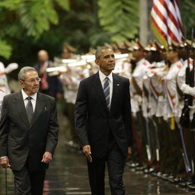 Barack Obama durante la ceremonia de bienvenida con Raul Castro en el Palacio de la Revolución