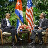 Barack Obama hablando durante la ceremonia de bienvenida con Raul Castro