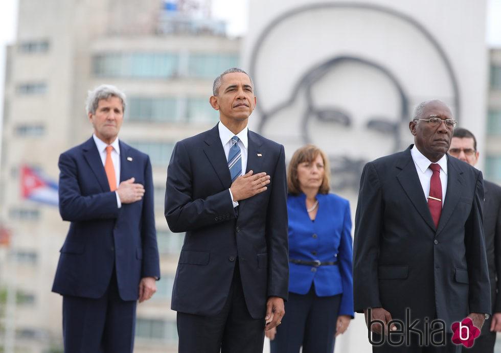 Barack Obama junto al Secretario General en la ceremonia de bienvenida en la plaza de la Revolución en Cuba