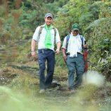 El Príncipe Harry haciendo trekking durante su viaje solidario a Nepal