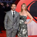 Zack Snyder y su mujer Deborah en el estreno de la película 'Batman v Superman: El amanecer de la justicia' en Londres