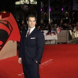 Henry Cavill en el estreno de la película 'Batman v Superman: El amanecer de la justicia' en Londres