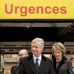 Los Reyes Felipe y Matilde de Bélgica se preocupan por los heridos en los atentados de Bruselas