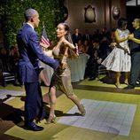 Barack Obama demostrando sus dotes para el tango en su visita oficial a Argentina