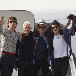 Los Rolling Stones a su llegada a La Habana para ofrecer un concierto